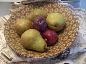 pears in fruit bowl